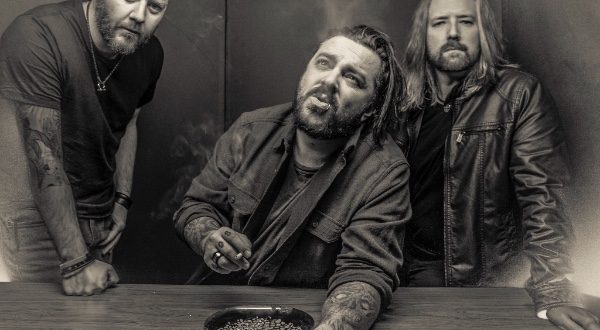 "Seether Premiere New Song ""Stoke the Fire"""