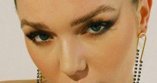"PREMIERE: Alt Pop Artist CLO Releases New Original Single ""Sliding Doors"""