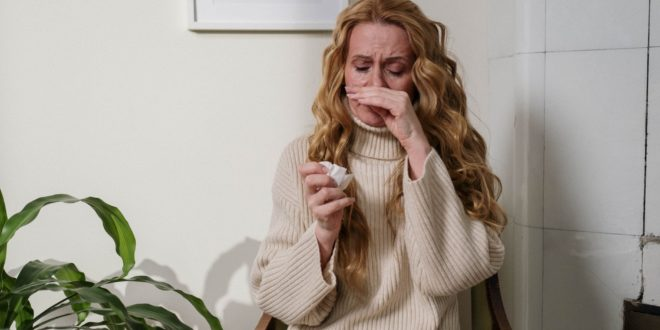 woman suffering from her allergy
