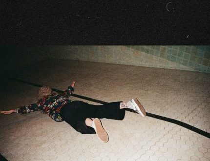 """HAYLEY WILLIAMS OFFICIALLY RELEASES """"COLOUR ME IN"""""""