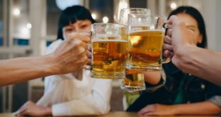 <strong>Top 7 surprising benefits of drinking beer</strong>
