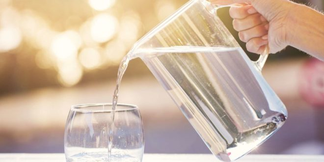 Does drinking water really helps to reduce acne
