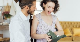 4 Reasons Why People Should Consider Online Weddings